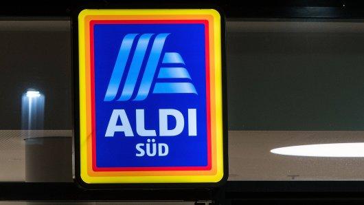 Die Kunden motzen über mangelndes Toilettenpapier bei Aldi. Der Discounter erklärt sich.