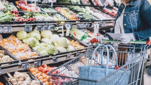Drei Kunden entdeckten in zwei Supermärkten in München etwas Tödliches. (Symbolbild)