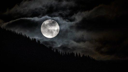 Der Blue Moon wird es dieses Jahr weltweit an Halloween zu sehen sein.