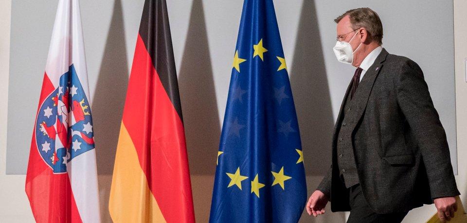 Wie wird sich Thüringen zu einem befristeten Lockdown zur Eindämmung der Corona-Infektionen verhalten? Ministerpräsident Ramelow hatte mit Äußerungen Erwartungen auf einen Sonderwegs geweckt. Aber so weit kommt es nicht.