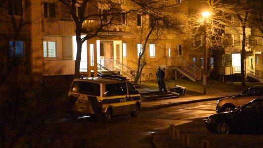 In diesem Haus wurde der Tatverdächtige aufgegriffen und festgenommen. Die Ermittler werfen dem Mann versuchten Mord vor.