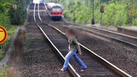 Die Bundespolizei Erfurt hat allein am Wochenende mehrere Leute dabei erwischt, wie sie verbotenerweise über die Gleise gelaufen sind. (Symbolbild)