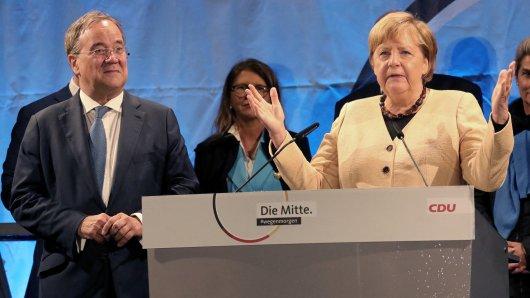 Angela Merkel und Armin Laschet wurden beim Wahlkampf-Auftritt in Stralsund nicht nur positiv empfangen.