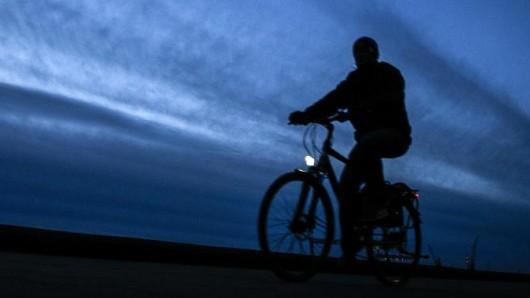 In Gera sind drei Radfahrer von einer rund zehnköpfigen Gruppe angegriffen worden. (Symbolfoto)