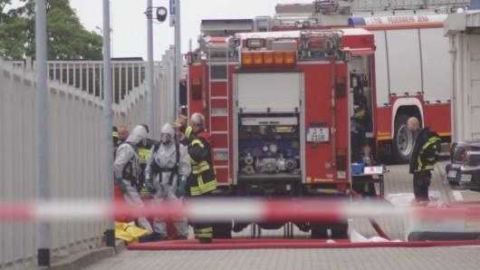In Bleicherode sind im Freibad Chlor und Ammoniak ausgelaufen. Die Feuerwehr musste Schutzanzüge gegen die ätzenden Dämpfe anlegen. (Symbolbild)