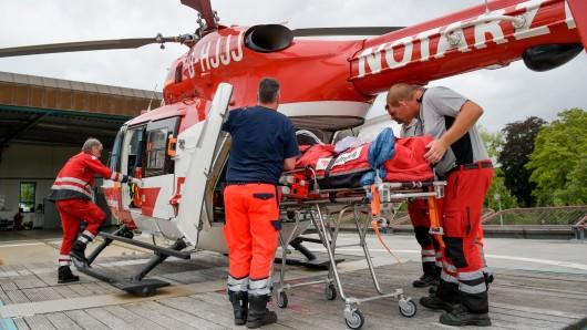 Ein Rettungshubschrauber brachte den Mann in ein Krankenhaus (Symbolbild).