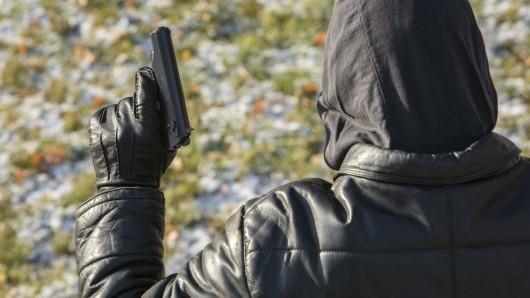 In Gebesee wollte ein bewaffneter Mann Schulden bei seiner Ex-Freundin eintreiben, verlief sich aber. (Symbolfooto)