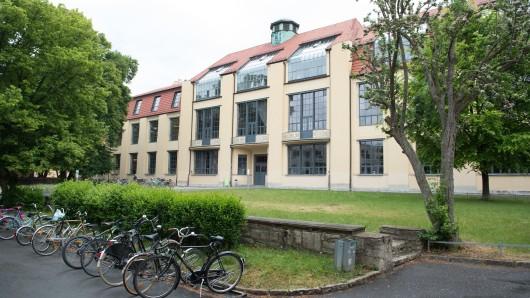 Für rund 24,2 Millionen Euro sollen ein Bürogebäude der Bauhausuniversität Weimar saniert und ein Laborgebäude neu gebaut werden. (Archiv)
