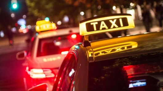 Eine Mutter war in Nordhausen mit ihrem Kleinkind mitten in der Nacht in ein Taxi gestiegen. Sternhagelvoll und ohne Bargeld. (Symbolbild)