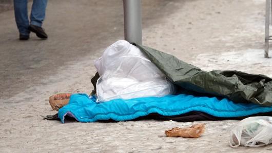 Bei Minusgraden auf der Straße zu übernachten, kann lebensbedrohlich sein. In Hannover ist jetzt ein Mann gestorben (Symbolbild).
