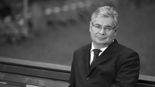 Nach langer Krankheit ist der ehemalige Thüringer Staatssekretär und Vize-Präsident der Erfurter Uni im Alter von 59 Jahren verstorben.