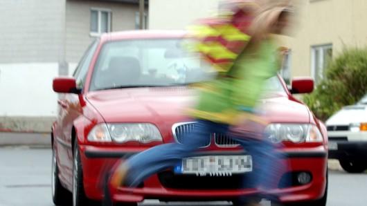 Der Junge wurde vom Wagen einer 18-Jährigen in Leinefeld-Worbis erfasst (Symbolbild).