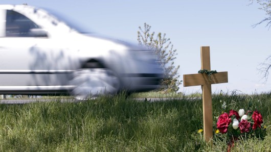 Beim Zusammenstoß mit einem Auto im Kyffhäuserkreis ist ein junger Motorradfahrer ums Leben gekommen. (Symbolbild)