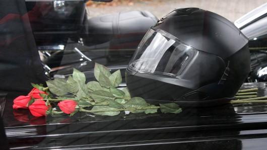 Am Wochenende haben zahlreiche Motorrad-Touren in Thüringen ein jähes Ende gefunden:Zwei Menschen kamen dabei ums Leben, mindestens zwei wurden schwer verletzt. Auch eine Radfahrerin starb nach einem Unfall. (Symbolbild)