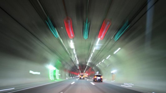 Unter Drogen rauschte ein Mann mit seinem Wagen im Höllberg-Tunnel gegen die Wand.