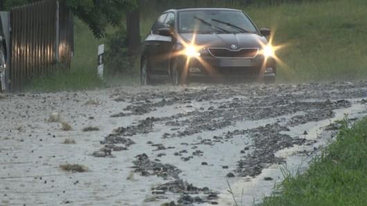 Eine Schlammlawine hat bei Heiligenstadt eine Landstraße unter sich begraben. (Archivbild)