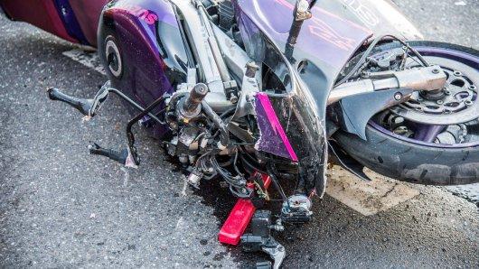 Zwei Motorradfahrer sind bei Rudolstadt bei einem Auffahrunfall schwer verletzt worden. (Symbolbild)