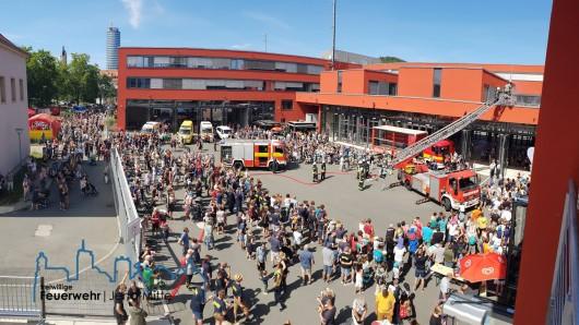 Tausende Besucher zählte der Tag der offenen Feuerwache im Gefahrenabwehrzentrum Jena am Sonntag (12.08.2018). Das war aus Sicht der Veranstalter ein voller Erfolg.