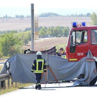 Bei einem Unfall auf der B247 bei Worbis im Eichsfeld ist am Sonntag (19.08.2018) eine Frau ums Leben gekommen.