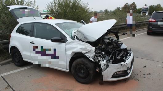 Quer blieb das Auto nach dem Zusammenstoß auf der A9 stehen.