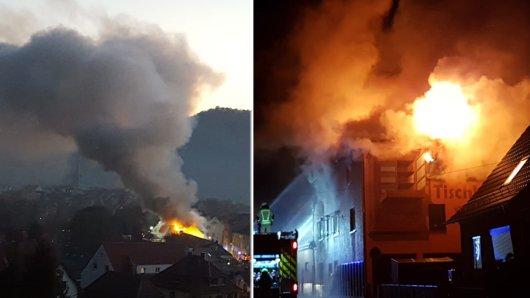 Enormer Rauch stieg am Montagmorgen über Kahla. Bewohner aus dem Umkreis von Kahla über Rothenstein und Jena wurden aufgefordert, Fenster und Türen zu schließen. Ein Feuerwehrmann wurde bei den Löscharbeiten verletzt.
