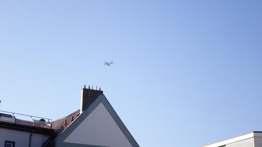Am Freitag erschütterte zum zweiten Mal in einer Woche ein tiefes Brummen die Erfurter Innenstadt. Ein ungewöhnlich lauter Hubschrauber flog in Richtung Flughafen.