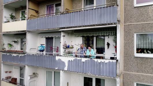 Christine und Hans wohnen seit 27 Jahren in Suhl Nord. Die Plattenbauten werden abgerissen, nun müssen sie ausziehen.