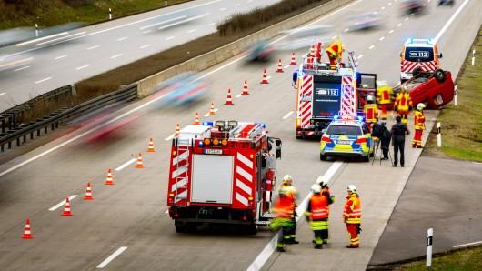 Auf der A4 hat sich ein Unfall ereignet, bei dem zwei Menschen verletzt wurden.