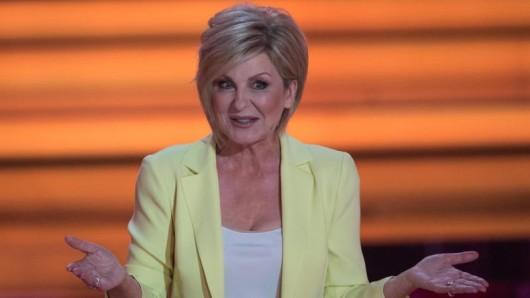 Die letzten Shows von Willkommen bei Carmen Nebel stehen an, aber die Moderatorin bleibt weiterhin für das ZDFim Einsatz.