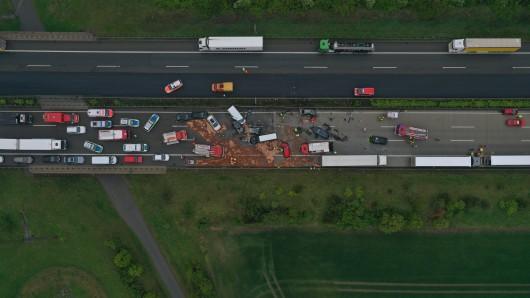 Bei einer Massenkarambolage auf der A4 zwischen dem Hermsdorfer Kreuz und Gera eine Frau ums Leben gekommen, viele Menschen wurden verletzt. (Archivfoto)