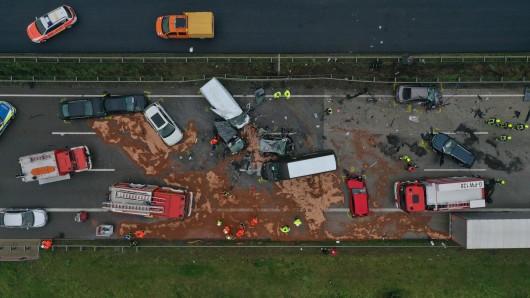 Auf der A4 bei Kraftsdorf – zwischen Hermsdorfer Kreuz und Gera – hat sich am Montag ein schwerer Unfall ereignet. Es war die zweite Massenkarambolage innerhalb zweier Tage in Thüringen.