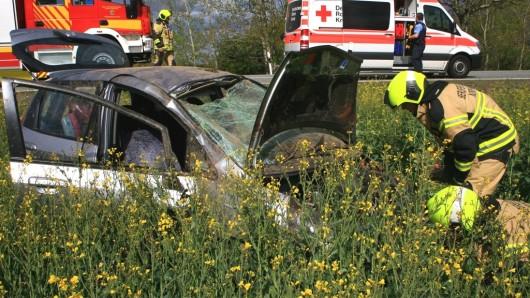 Die B4 war laut Polizei an der Unfallstelle über eine Stunde voll gesperrt. Ein Rettungshubschrauber kam zum Einsatz.