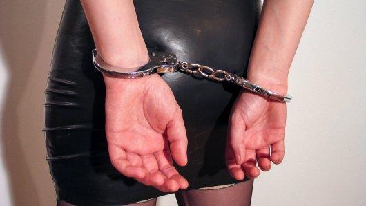 Ein Paar in Thüringen hat beim Sex auch Handschellen verwendet. Doch etwas ging schief.