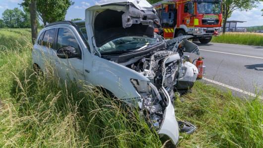 Nach einem Unfall auf der B87 in Thüringen schweben zwei Frauen in Lebensgefahr.