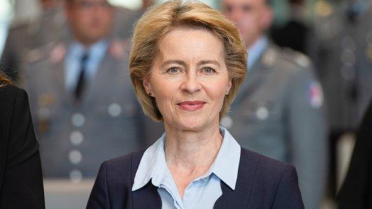 Ursula von der Leyen kündigt Rücktritt als Verteidigigungsministerin an.