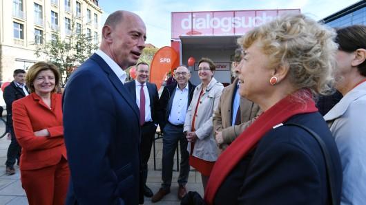 SPD im Wahlkampf: Spitzenkandidat Wolfgang Tiefensee mit Gesine Schwan, einer der Kandidierenden für den SPD-Parteivorsitz.