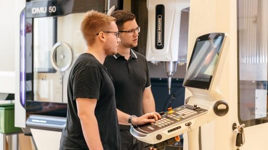 Nah an der Praxis: Studierende des Studienganges Engineering im Technikum auf dem Campus Eisenach.
