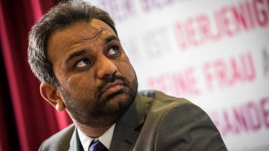 Suleman Malik fordert die Politik dazu auf, genauer hinzusehen und etwas gegen Anfeindungen gegen Muslime zu unternehmen.