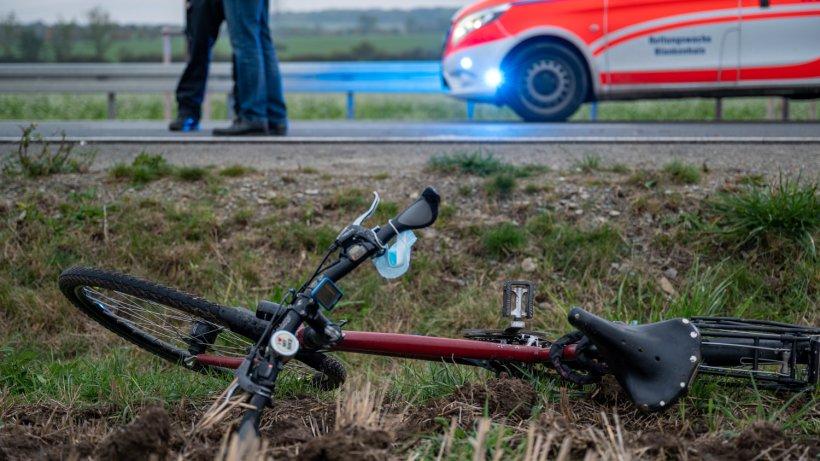 Thüringen: Tragischer Unfall! Radfahrerin wird von Auto erfasst – tot