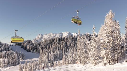 Trotz der steigenden Infektionszahlen, zieht es in den Herbstferien viele Touristen in Österreichs Skigebiete.