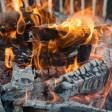 Bei Ilmtal ist ein Lagerfeuer außer Kontrolle geraten. (Symbolbild)