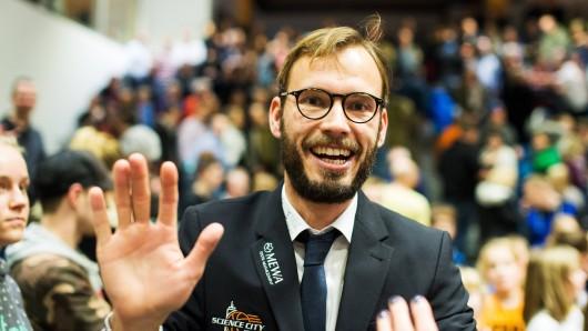 Science City Jena vs. Eisbären Bremerhaven Trainer Björn Harmsen (Jena) glücklich nach dem Heimsieg gegen Bremerhaven.
