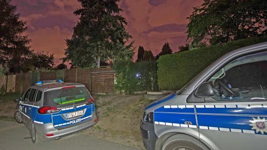 Bei einer Razzia auf einem Grundstück in Hermsdorf in Ostthüringen sind in der Nacht zum Mittwoch (19.09.2018) Tausende Konsumeinheiten Crystal und möglicherweise explosives Material gefunden worden.