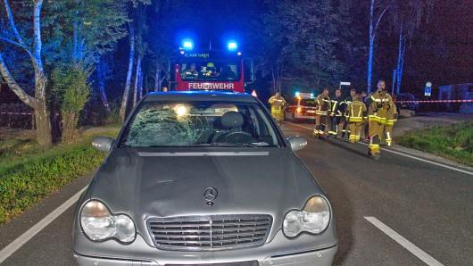 Ein kleiner Junge ist bei einem Unfall in Kahla (Saale-Holzland-Kreis) schwer verletzt worden. Der 8-Jährige habe am Donnerstagabend die Bundesstraße 88 mit seinem Fahrrad überqueren wollen, als ihn ein Auto auf Höhe Heerweg erfasste.
