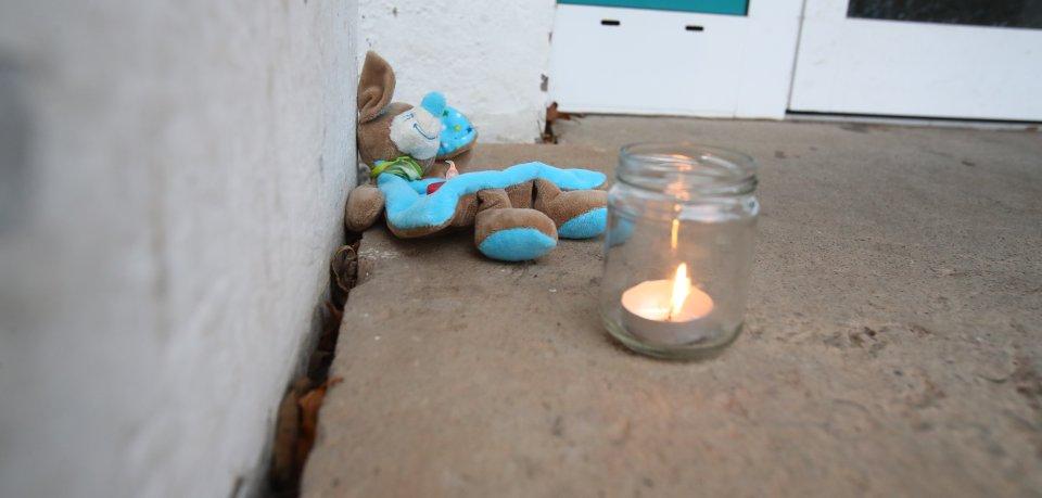 In einer Wohnung in Jena sind am Montagnachmittag (19.11.2018) vier Tote gefunden worden.