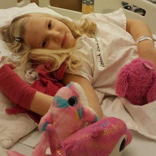 Seit ihrer Neuerkrankung im November wird Lina durchgängig im Uniklinikum in Jena behandelt.