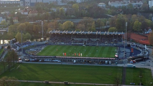 Blick auf das Ernst-Abbe-Sportfeld in Jena, das Stadion des FC Carl Zeiss Jena.