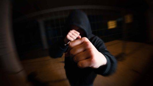 Jena: Ein Mann erhält Prügel, weil er hilfbereit sein wollte. (Symbolbild)