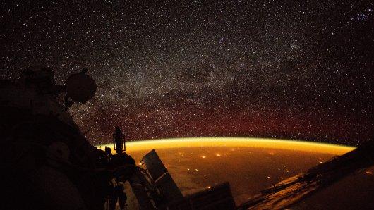 Am 06.11.2018 veröffentlichte die NASA dieses Bild, welches ein Astronaut der ISS am 07.10.2018 schoss, während sich die Raumstation in einer Höhe von 400 Kilometern über Australien befand.