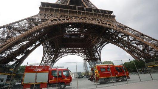 Der Eiffelturm in Paris musste evakuiert werden.